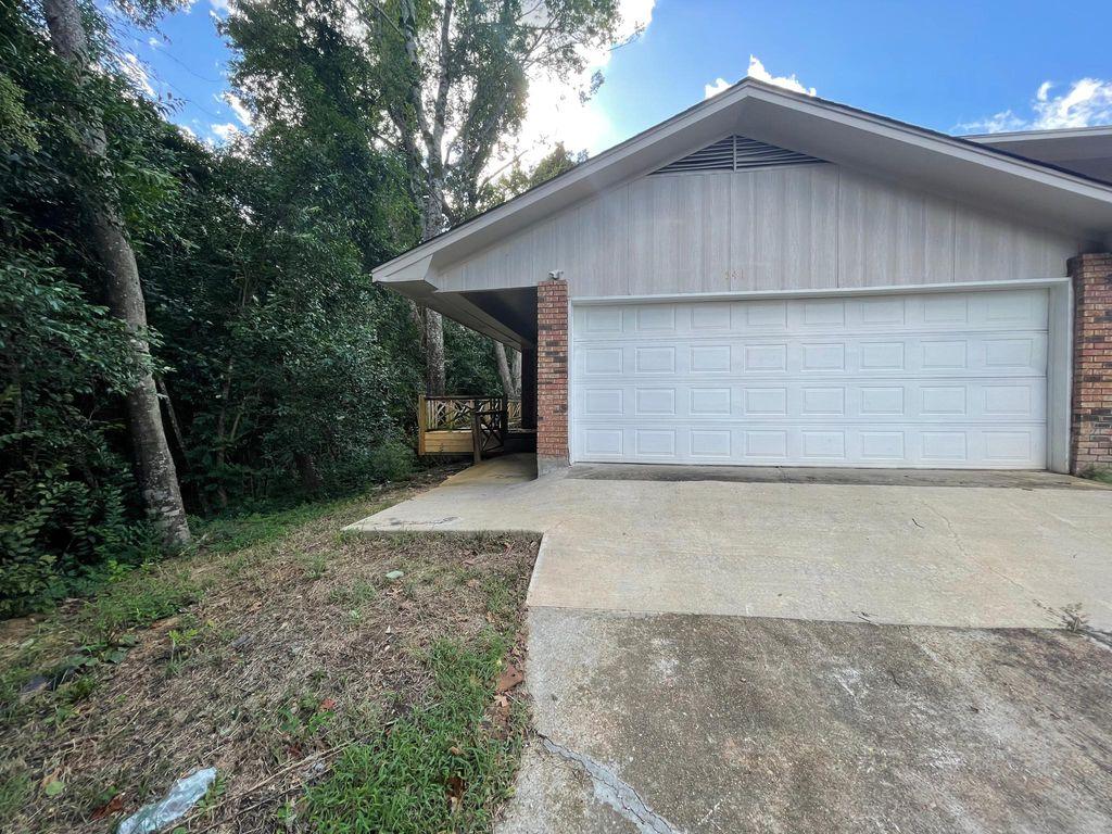 541 Woodland Hills Pl, Jackson, MS 39216