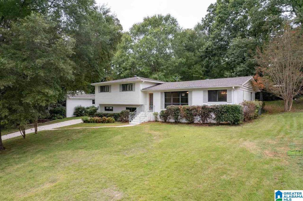 2260 Pine Crest Dr, Vestavia Hills, AL 35216