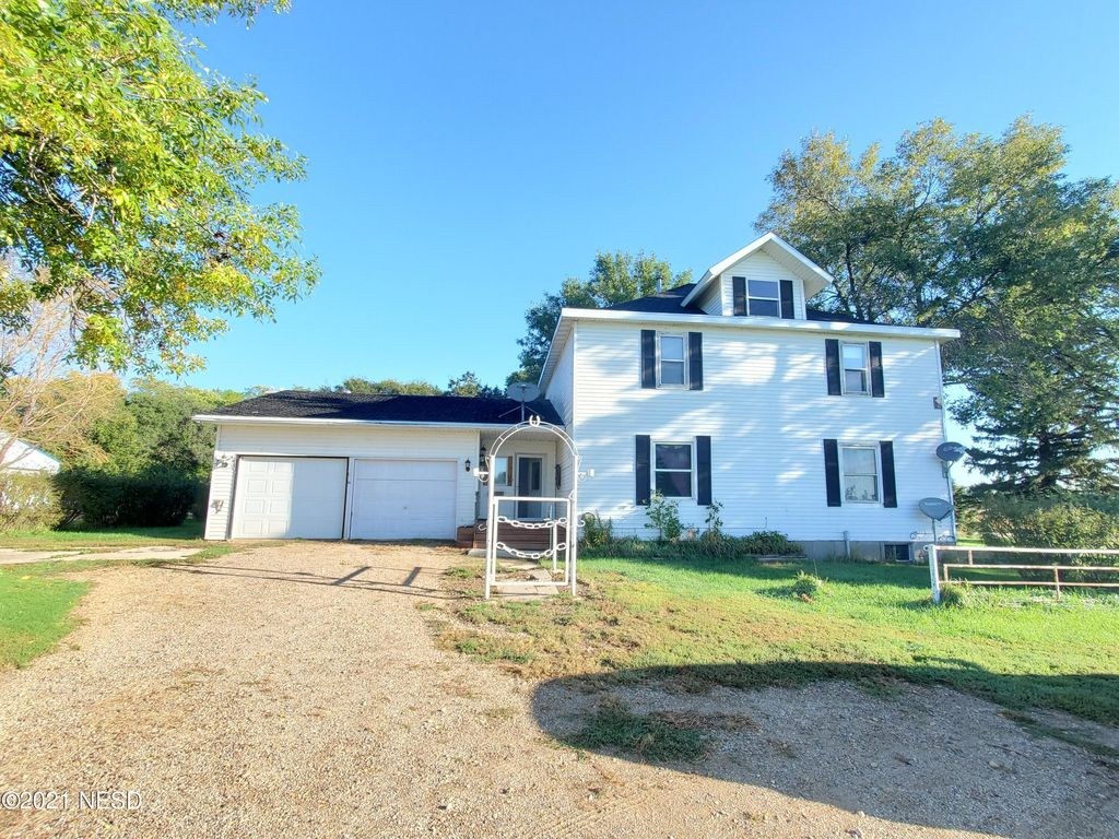 16331 450th Ave, Watertown, SD 57201