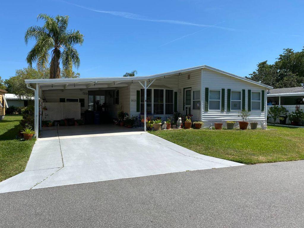 5925 Essex Ln, Sarasota, FL 34233