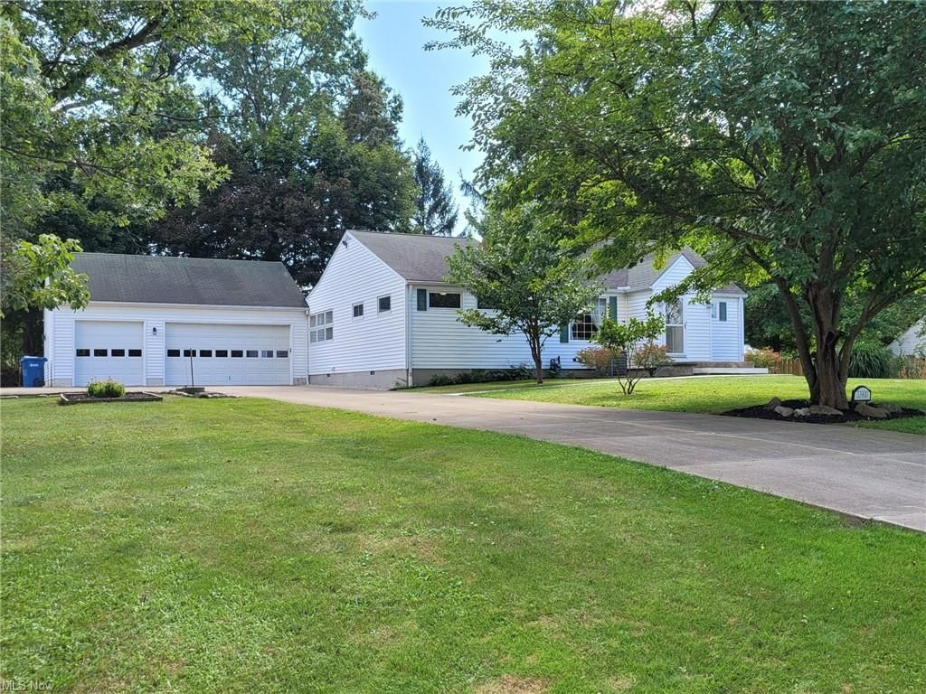33900 Eddy Rd, Willoughby Hills, OH 44094