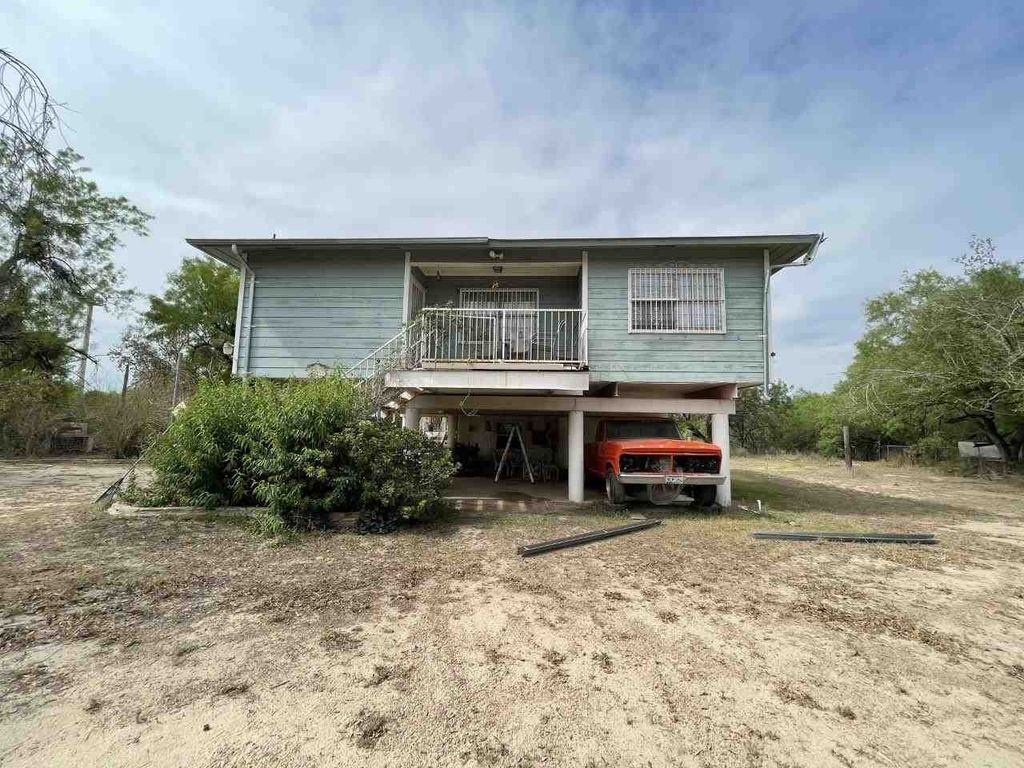 100 Abbeville Dr, Laredo, TX 78045
