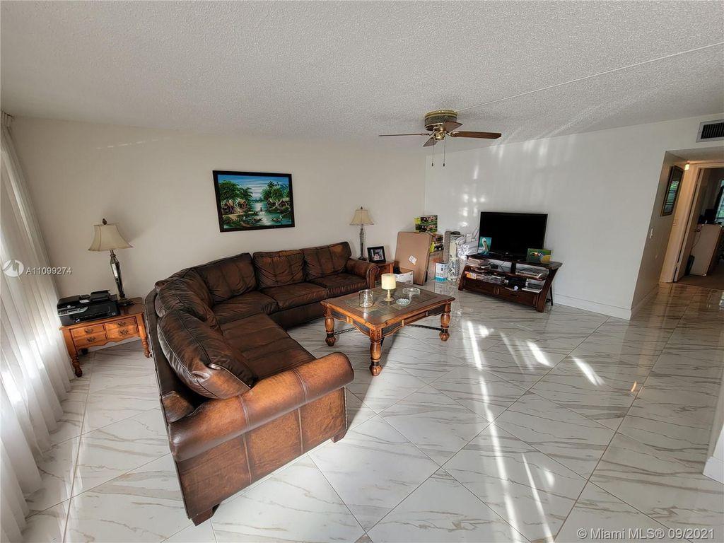 103 Greenbrier Cir #103-C, West Palm Beach, FL 33417