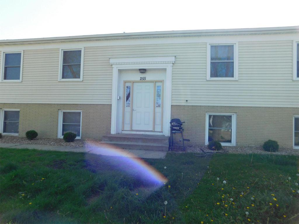 255 32nd St NW #1, Cedar Rapids, IA 52405