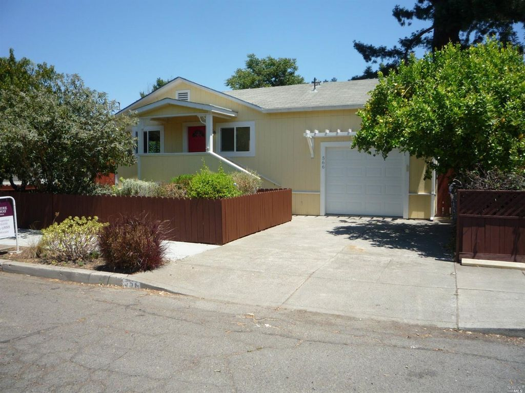 566 Monroe St, Napa, CA 94559