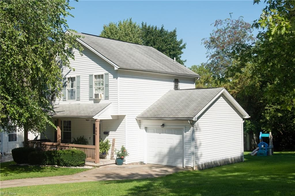 906 W Woodland Ave, Youngstown, OH 44502