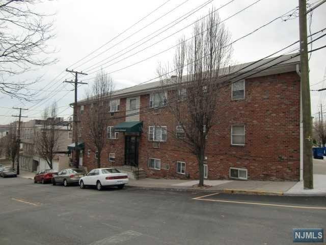 44 Dempsey Ave #9, Edgewater, NJ 07020