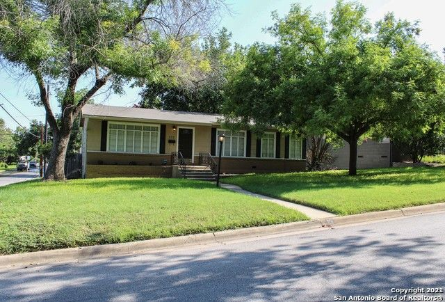 101 Zambrano Rd, Terrell Hills, TX 78209