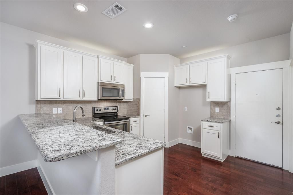 305 S Kealy Ave, Lewisville, TX 75057