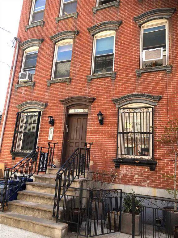 204 Willow Ave #1L, Hoboken, NJ 07030