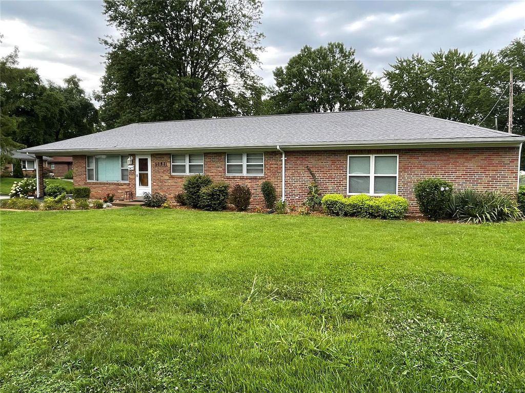 1252 Willow Creek Ln, Saint Louis, MO 63119