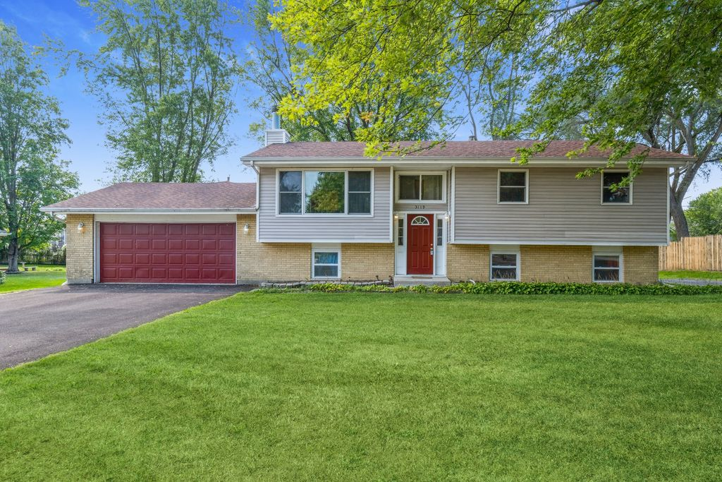 3119 W Skyway Dr, Mchenry, IL 60050