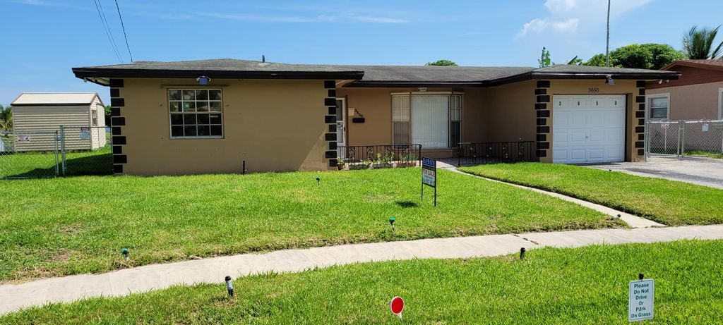 3650 NW 27th St, Lauderdale Lakes, FL 33311