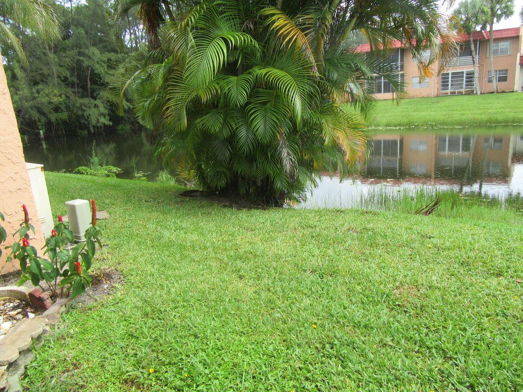 344 Lake Dora Dr, West Palm Beach, FL 33411