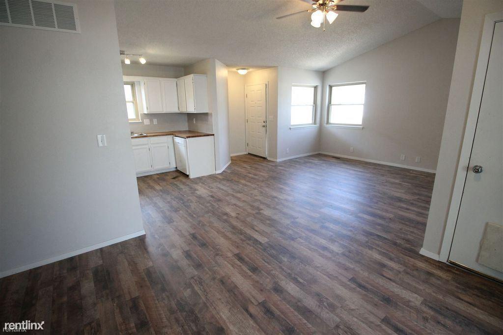 921 E Mona Cir, Wichita, KS 67216