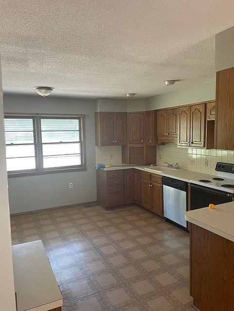 2255 S Ridgewood Dr, Wichita, KS 67218