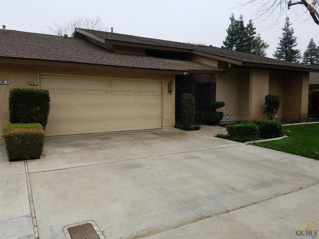 2200 El Portal Dr #12, Bakersfield, CA 93309