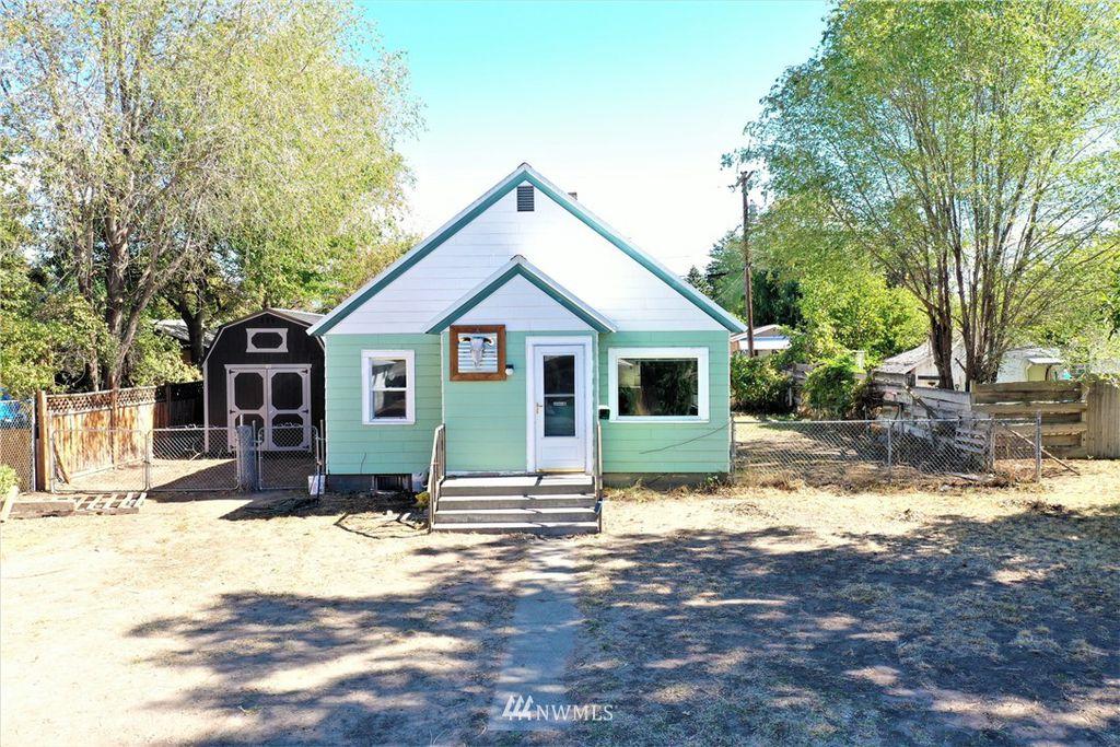 417 S Cedar St, Omak, WA 98841