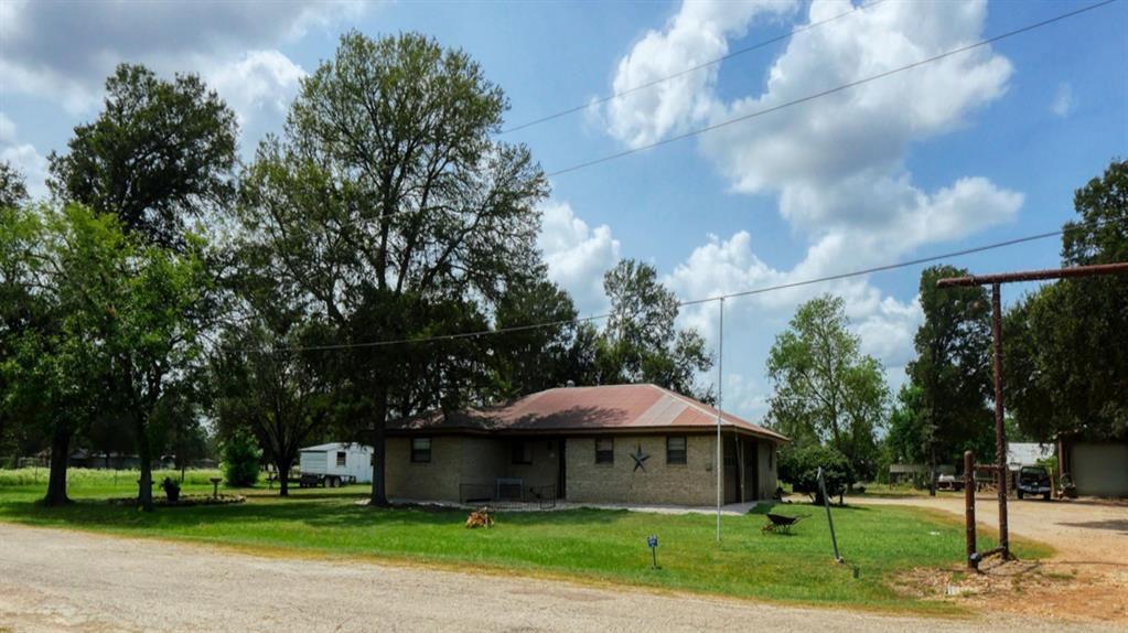 1016 Stayton Ave, Dime Box, TX 77853