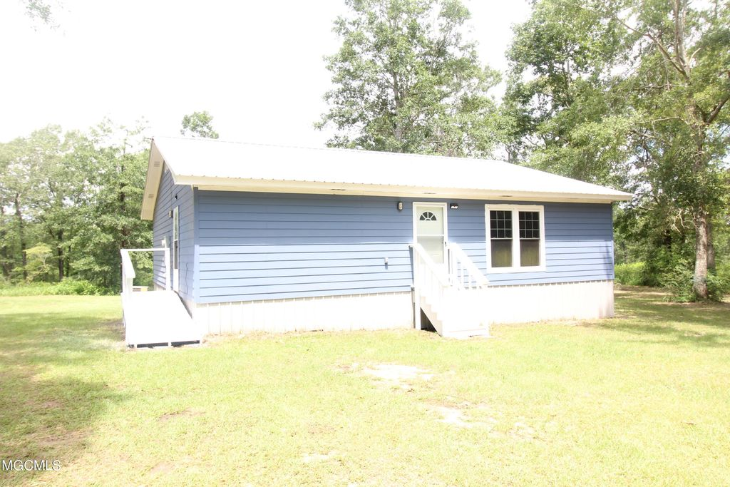 176 Long Leaf Rd, Lucedale, MS 39452