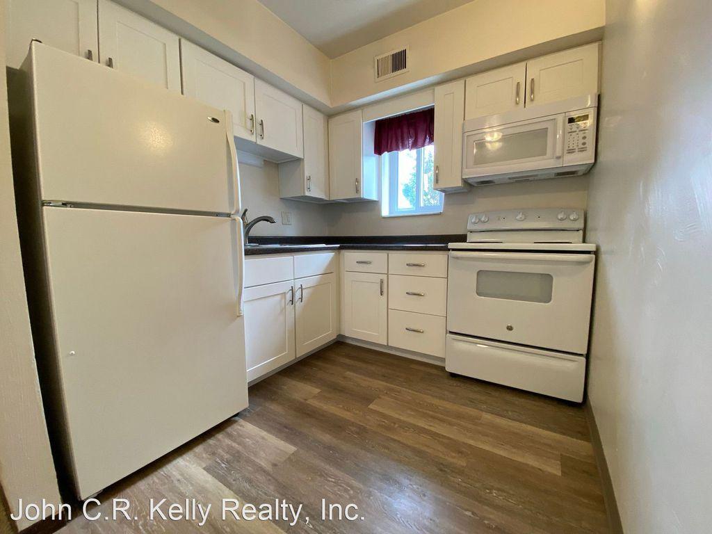 302 3rd St #7, Oakmont, PA 15139