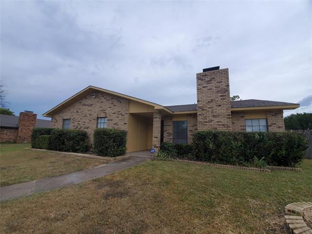 939 Live Oak Dr, Desoto, TX 75115