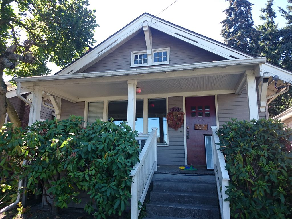 5329 7th Ave NE, Seattle, WA 98105