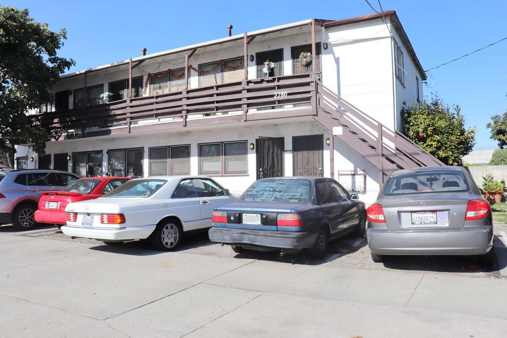 2280 S Barrington Ave #2, Los Angeles, CA 90064