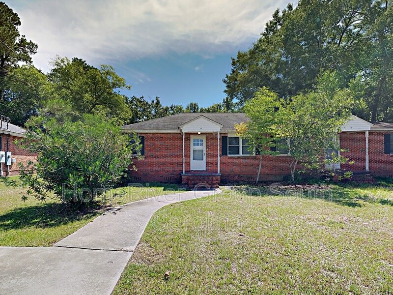 43 Willow Dr #A, Sumter, SC 29150