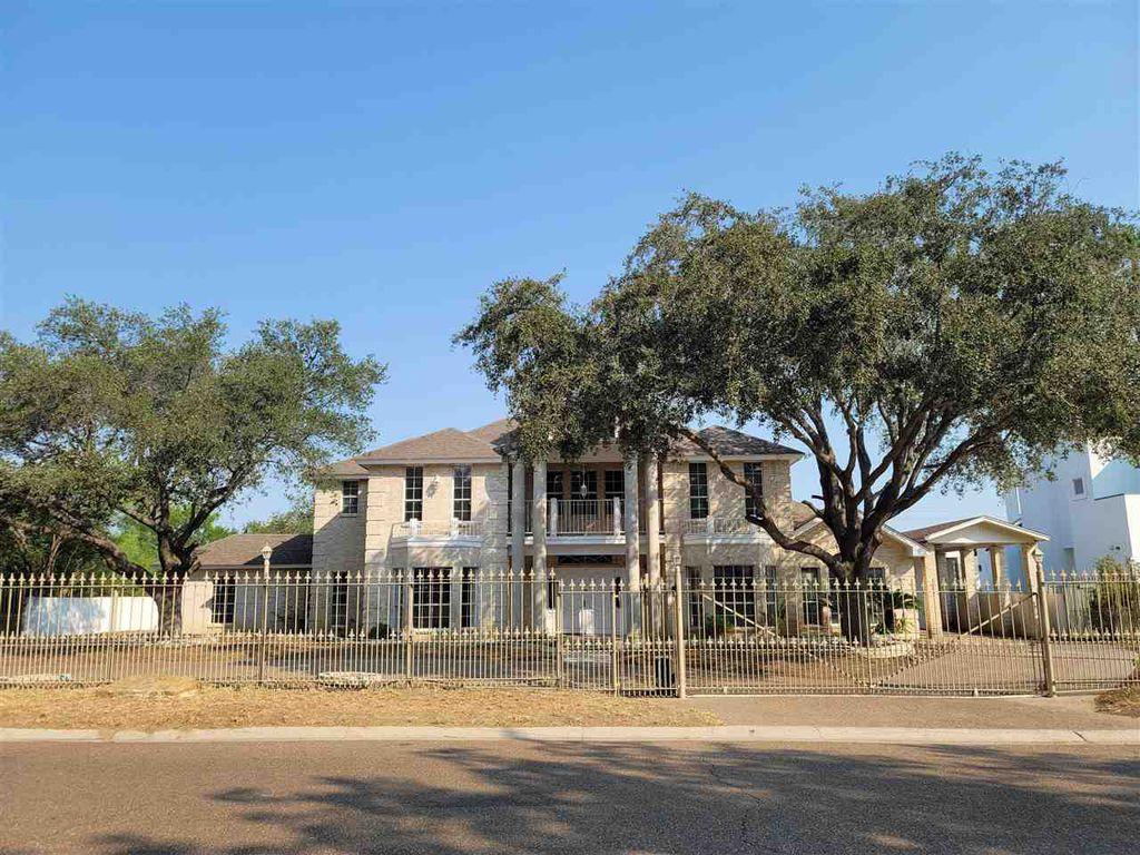 206 Windsor Rd, Laredo, TX 78041