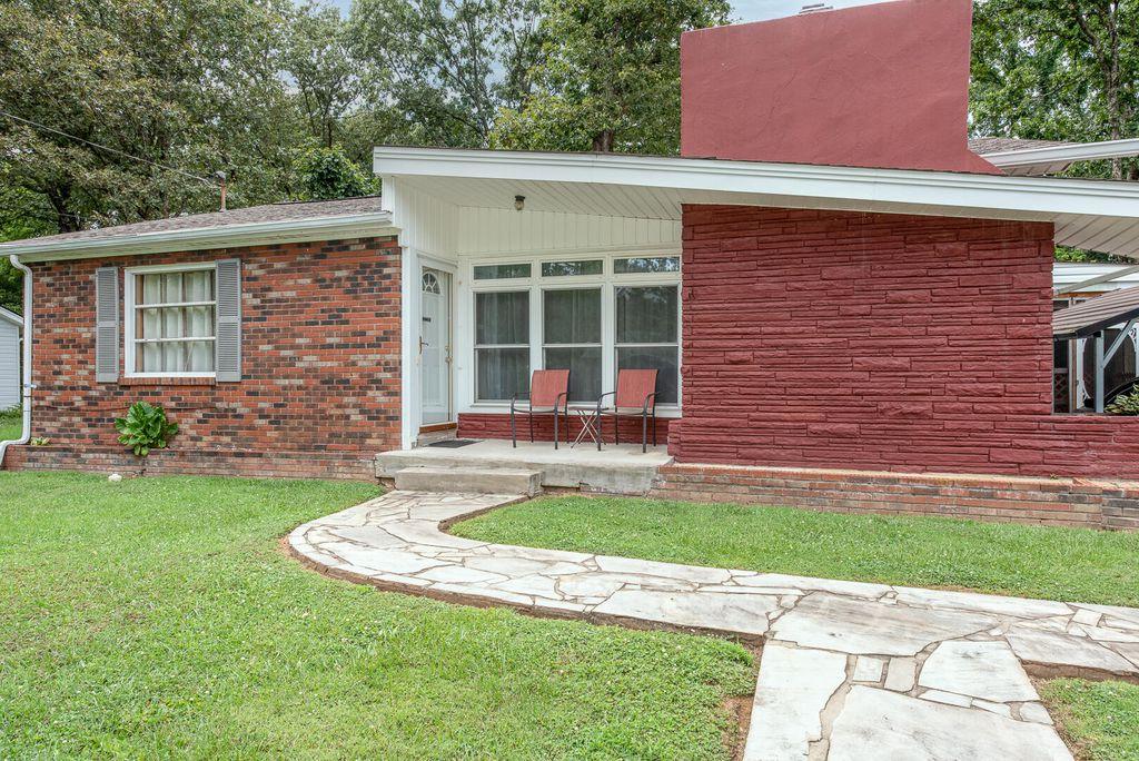 803 W 6th Ave, Lenoir City, TN 37771