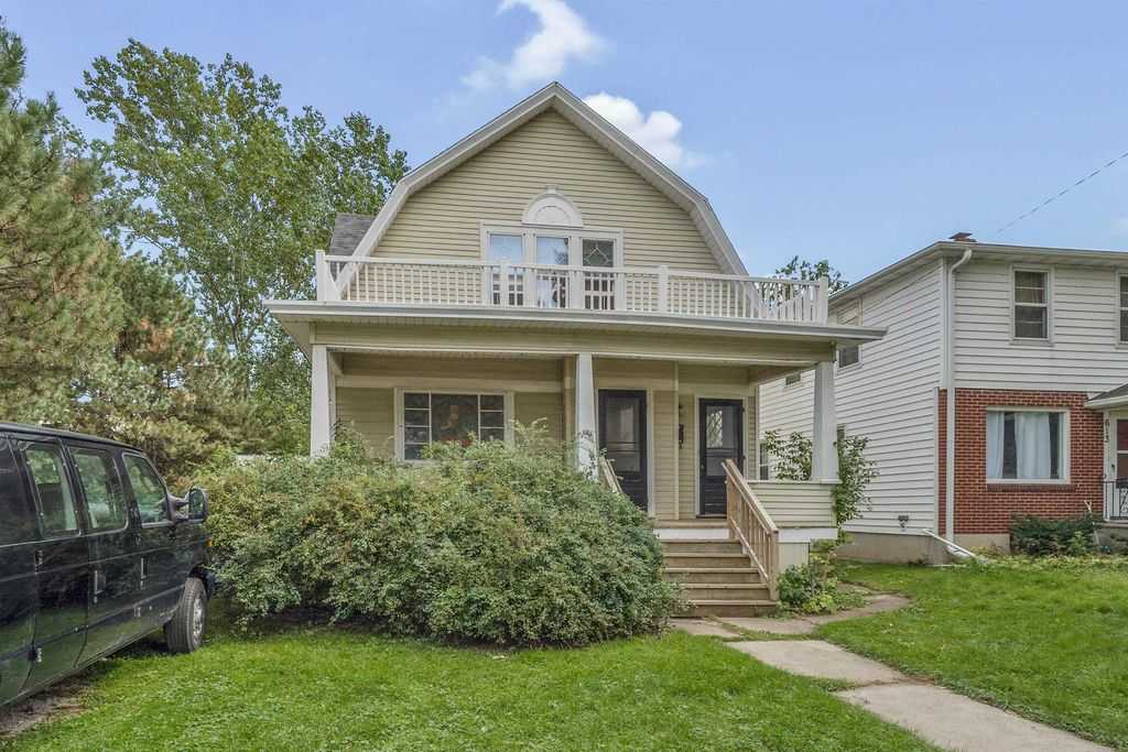 607 S Quincy St, Green Bay, WI 54301