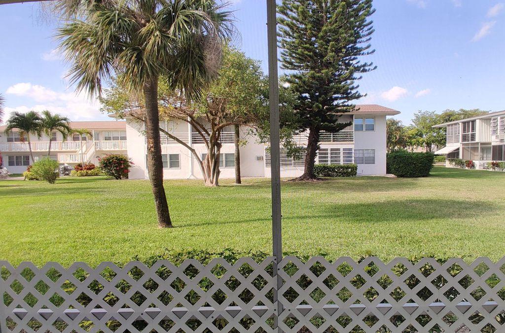 155 Easthampton G, West Palm Beach, FL 33417
