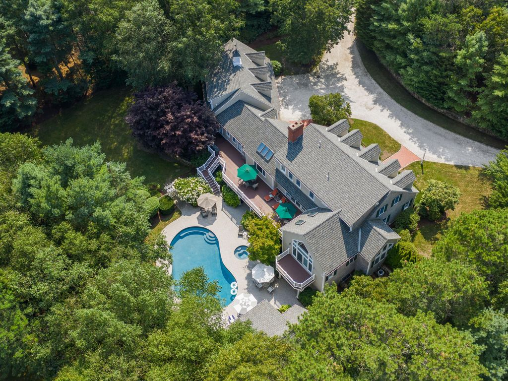 405 Baxters Neck Rd, Marstons Mills, MA 02648