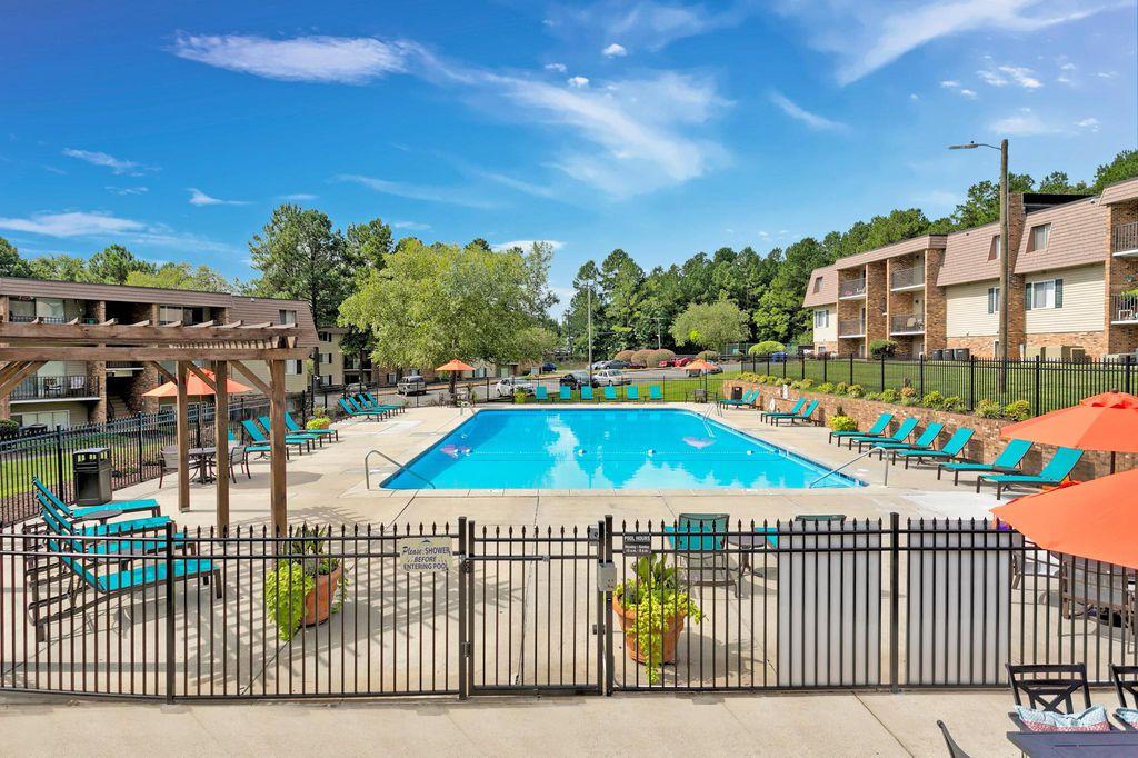 100 Pinegate Cir, Chapel Hill, NC 27514