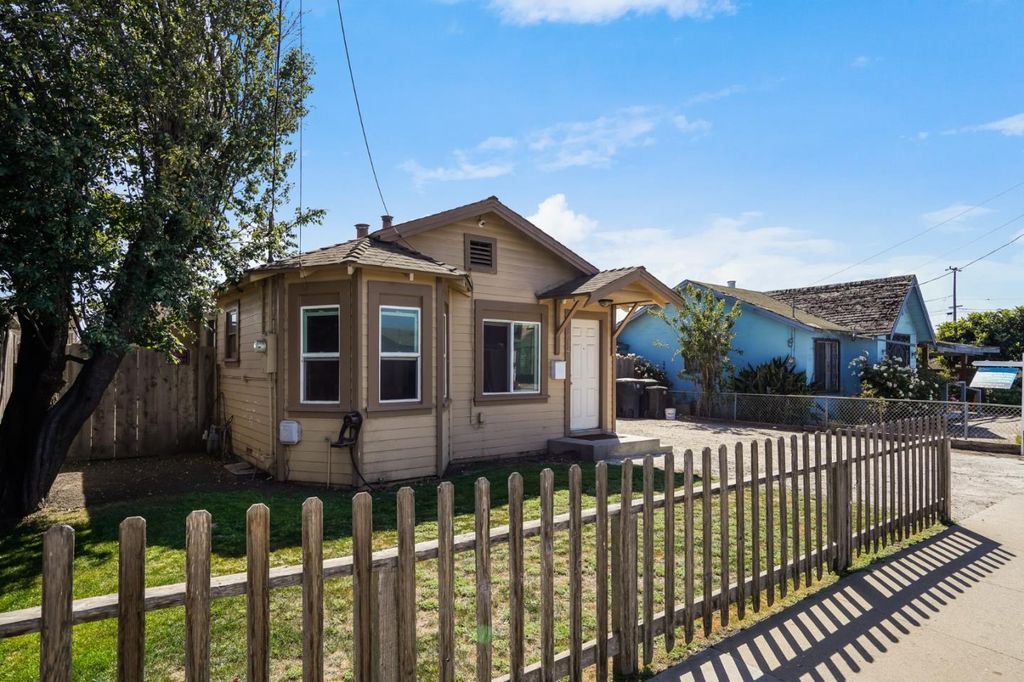 614 Terrace St, Salinas, CA 93905