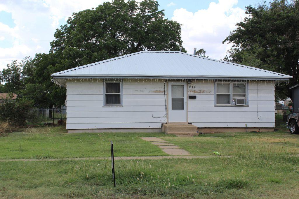 611 N El Paso Ave, Tulia, TX 79088
