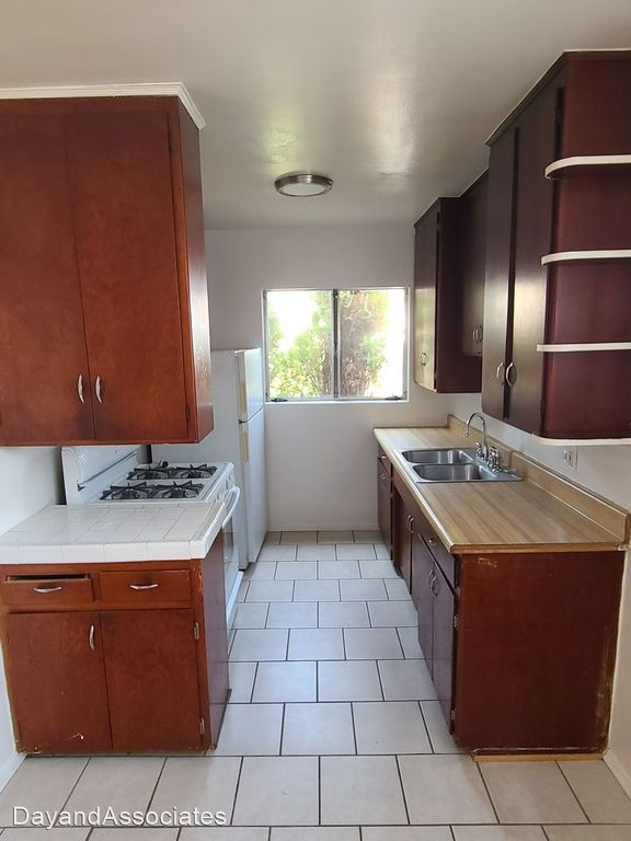 5933 Gregory Ave #5, Los Angeles, CA 90038
