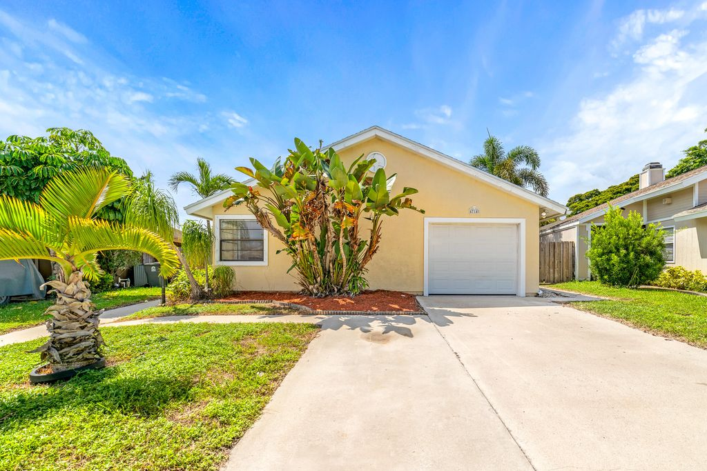 4714 Brook Dr, West Palm Beach, FL 33417