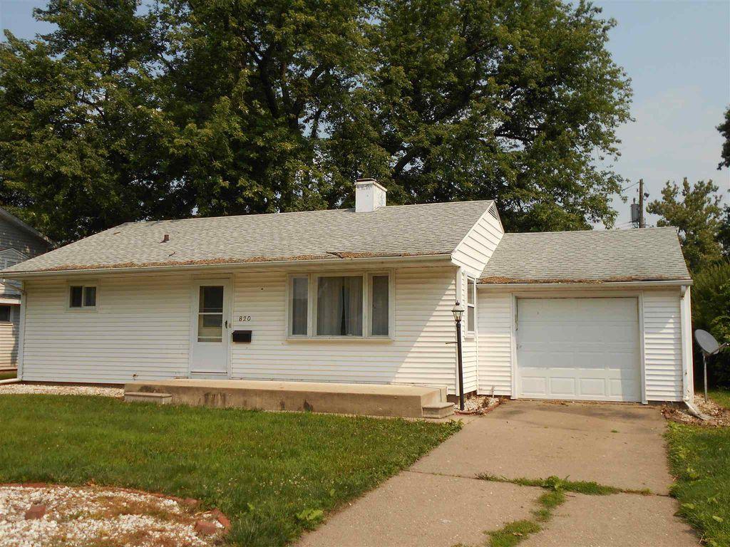 820 Bobby Ave, Macomb, IL 61455