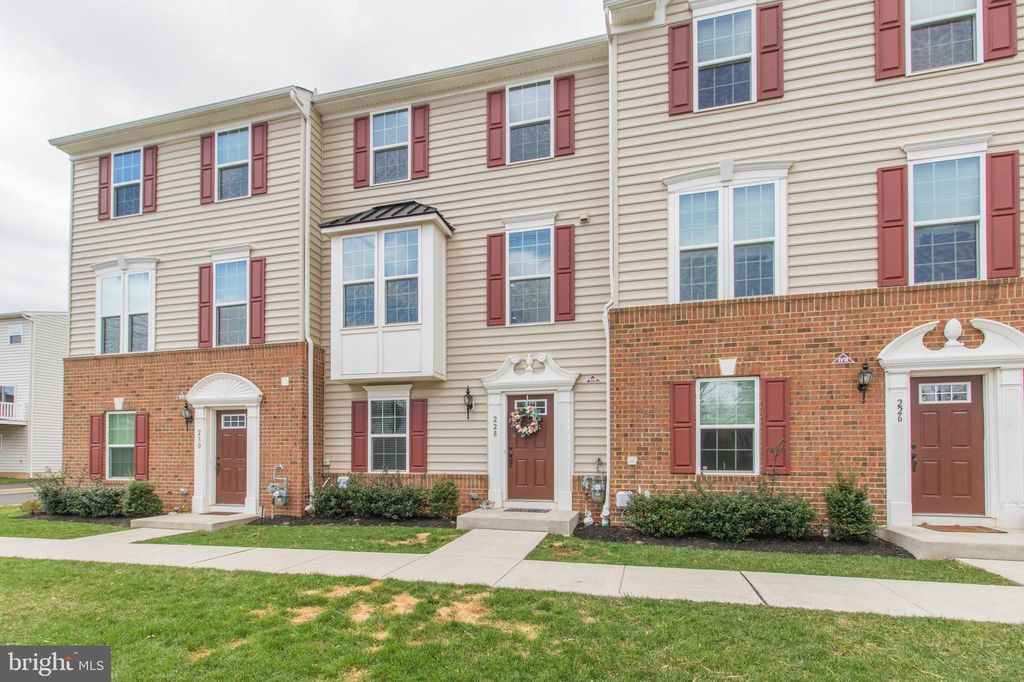 228 Compass Dr, Lansdale, PA 19446