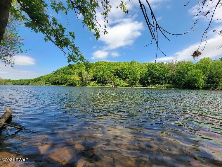 3812A River Rd, Equinunk, PA 18417