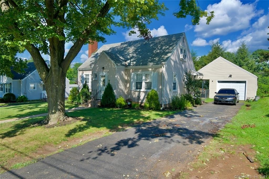 33 Oleary Dr, Manchester, CT 06040