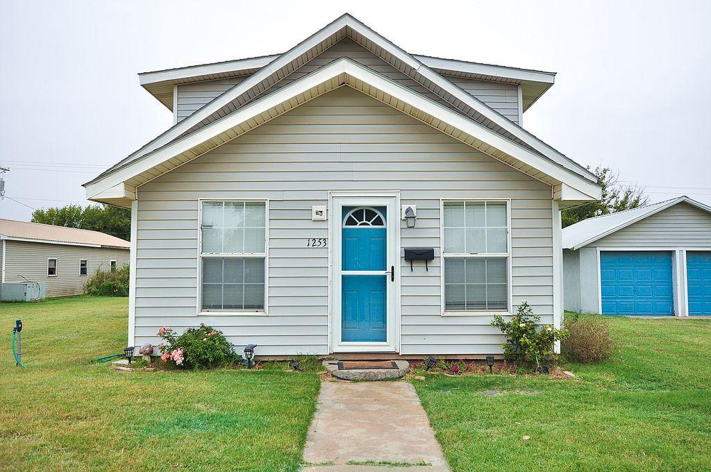 1253 Nickerson St, Waynoka, OK 73860