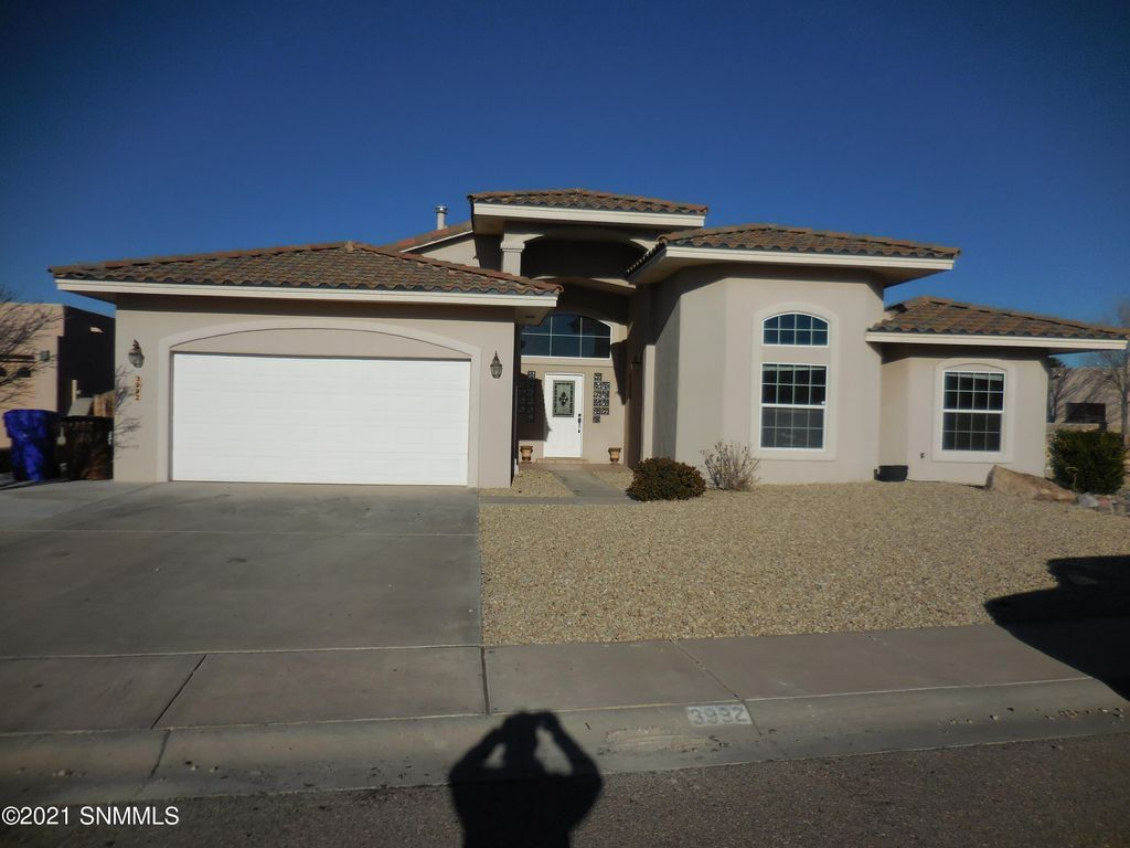 3992 Tiger Woods Dr, Las Cruces, NM 88011