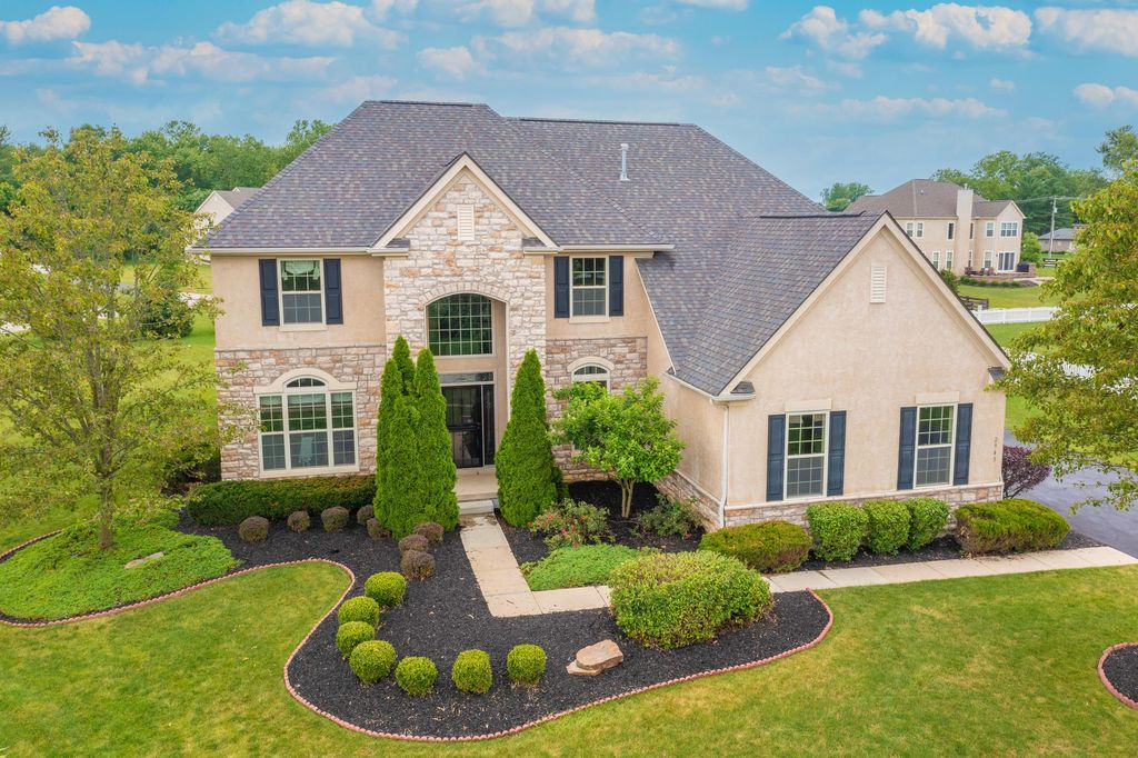 2943 Derby Dr, Powell, OH 43065