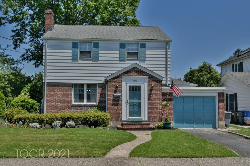105 Lincoln Ave, Hasbrouck Heights, NJ 07604