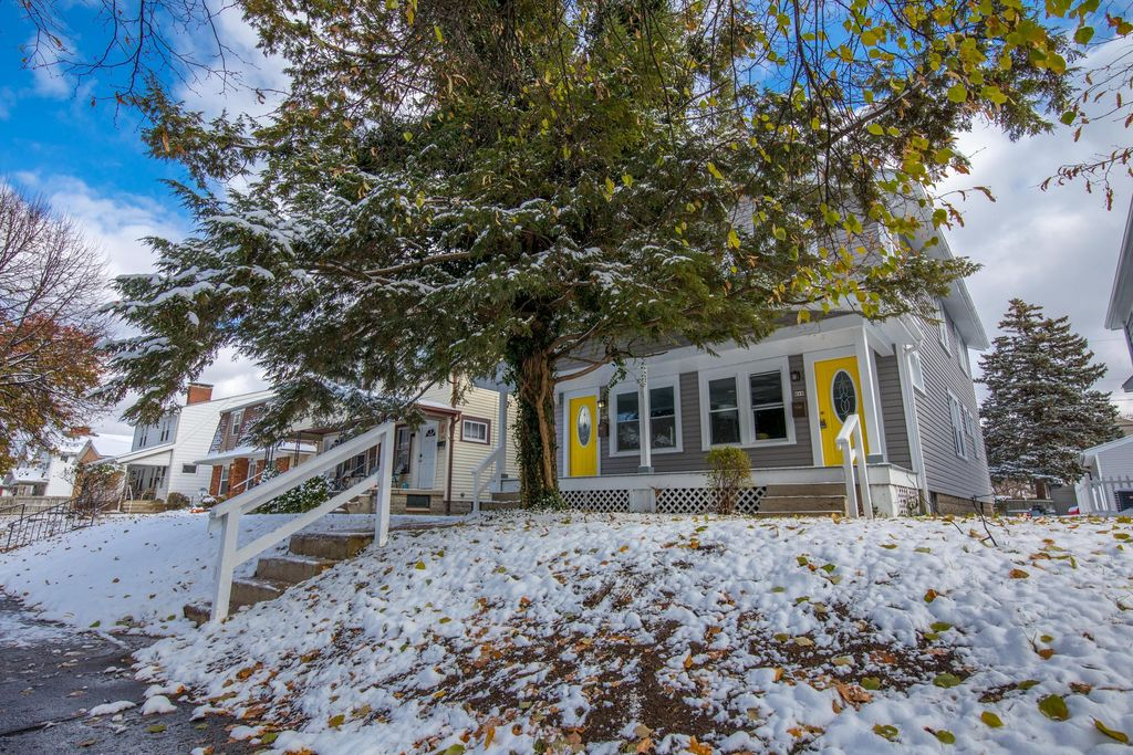916 Thomas Rd, Grandview Heights, OH 43212