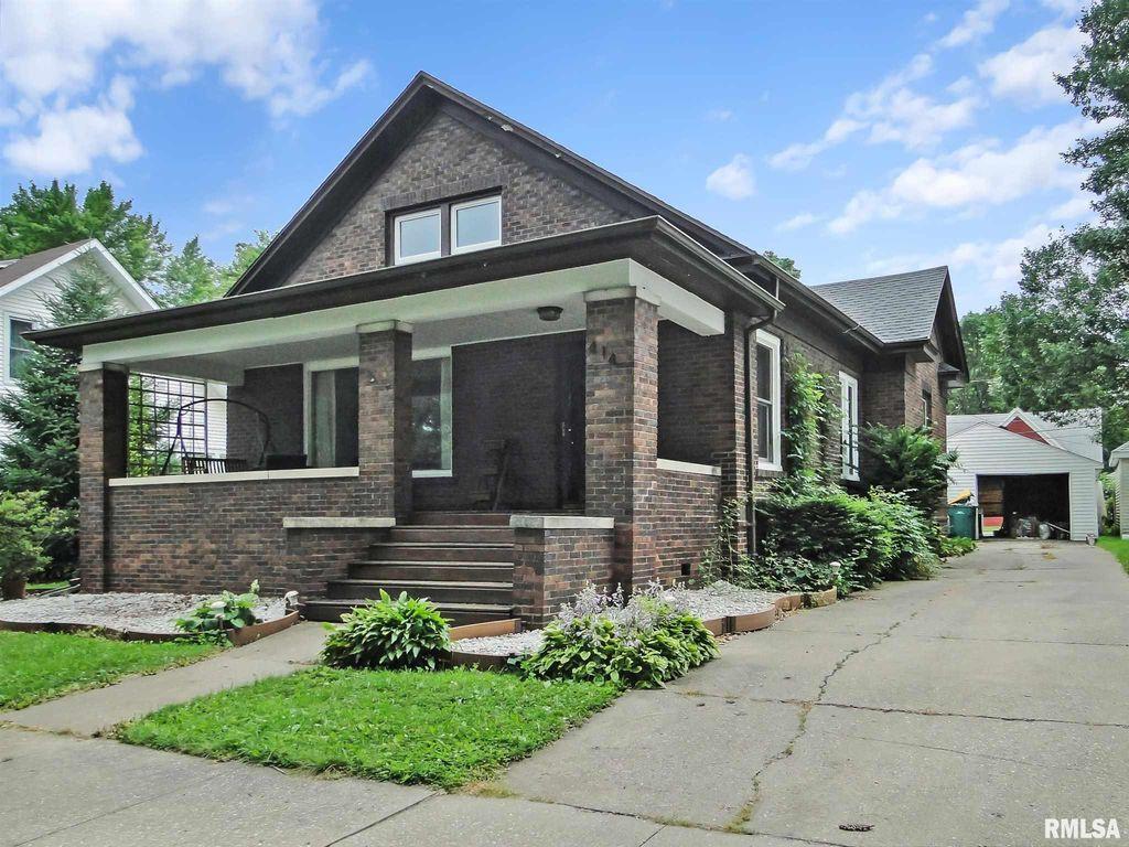 414 S Randolph St, Macomb, IL 61455