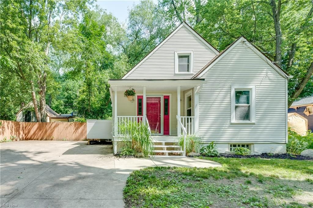 355 E Pace Ave, Akron, OH 44319